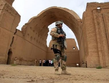 نگهباني از ايوان مدائن، بزرگترين ايوان جهان و از مهمترين آثار دوره ساساني در جنوب بغداد